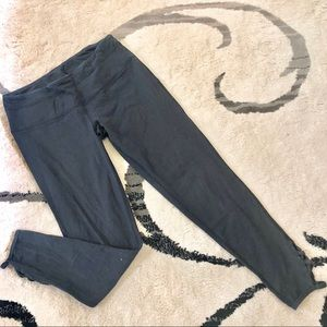 Cropped Leggings with ankle Detail